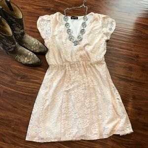 Dresses & Skirts - 🌴3 for $12 Gorgeous Lace dress